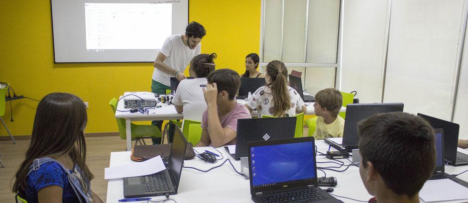 Taller sobre modelado 3D en el Club de Emprendedores